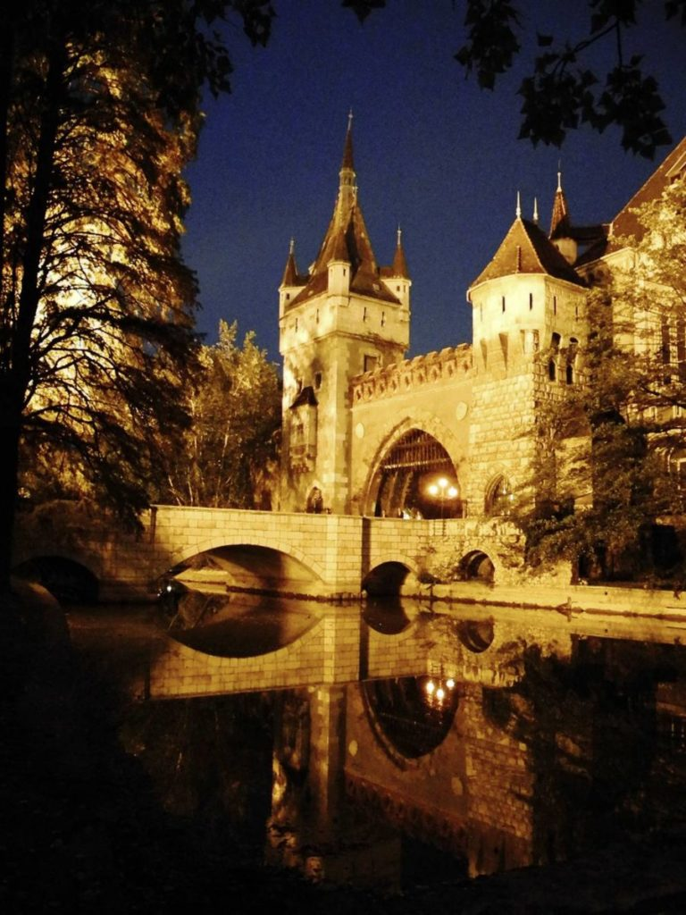 vaydahunyad budapeszt zamek draculi nad jeziorem co zobaczyc w budapeszcie zamki na wegrze
