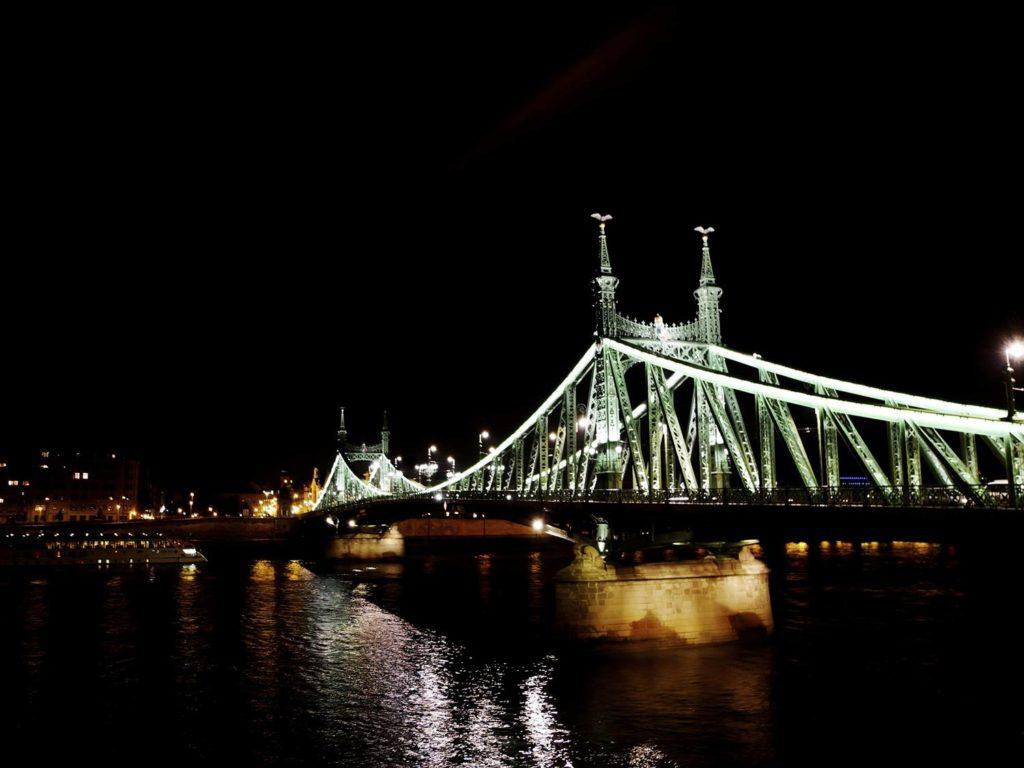zielony most budapeszt co zobaczyc w budapeszcie przewonik po budapeszcie nocne zwiedzanie