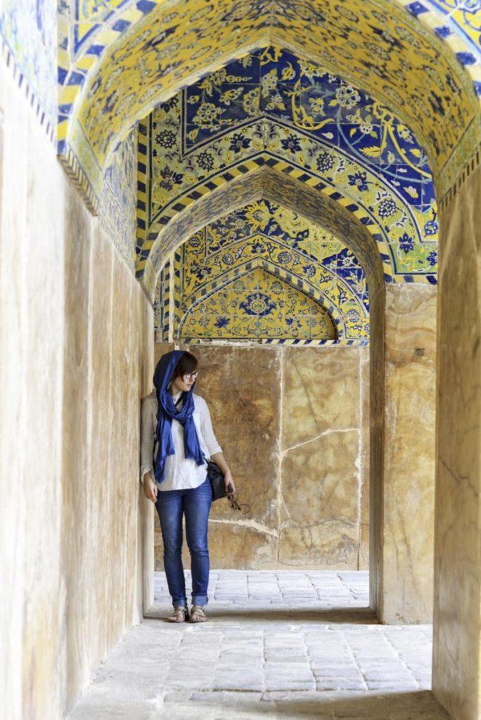 jak sie ubierac w Iranie jak kobiety ubieraja sie w iranie