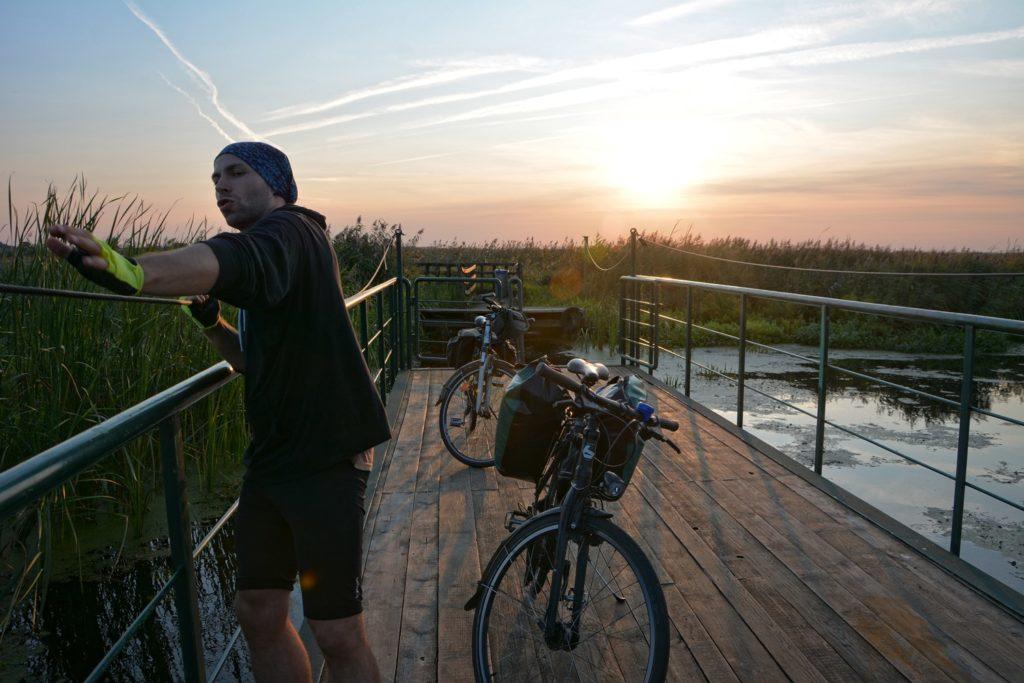 gdzie na rower w okolicach warszawy jak zaplanowac wycieczke rowerowa Kładki i promy w waniewie narew gdzie obejrzeć rzekę podlasie co zobaczyc na podlasiu