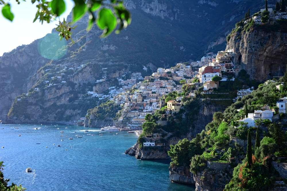 positano okolice neapolu w łoskie miasto wysokie wybrzeże