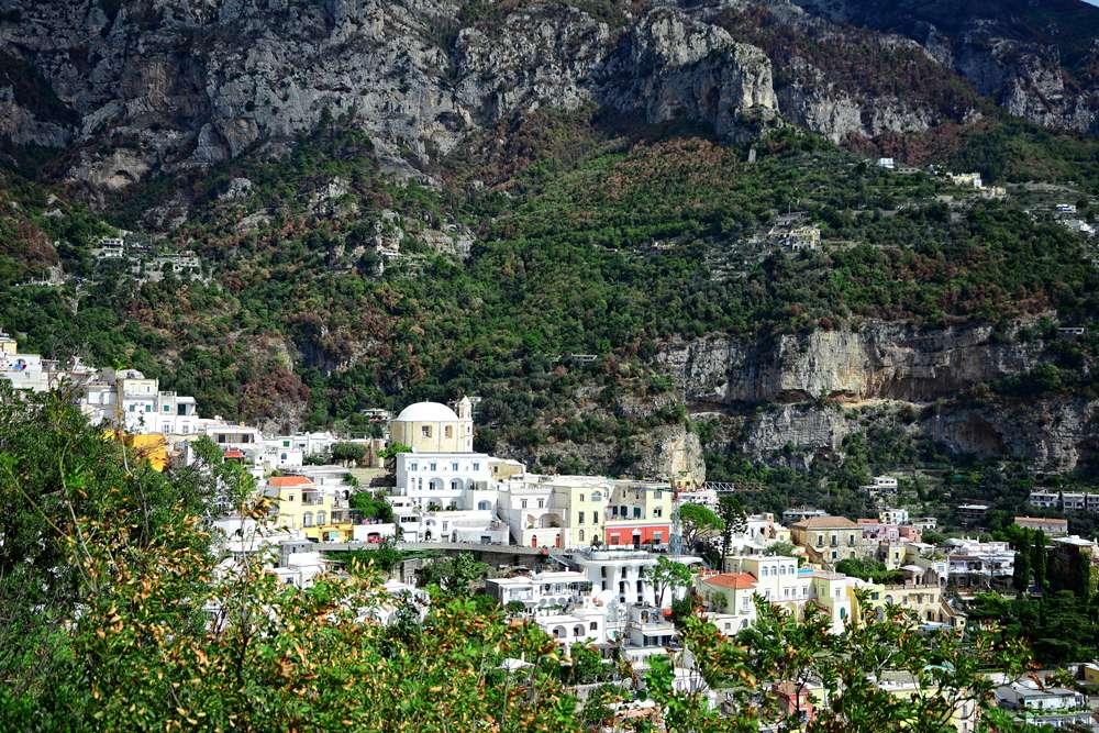 positano okolice neapolu wlochy miasteczko we wloszech biale domy