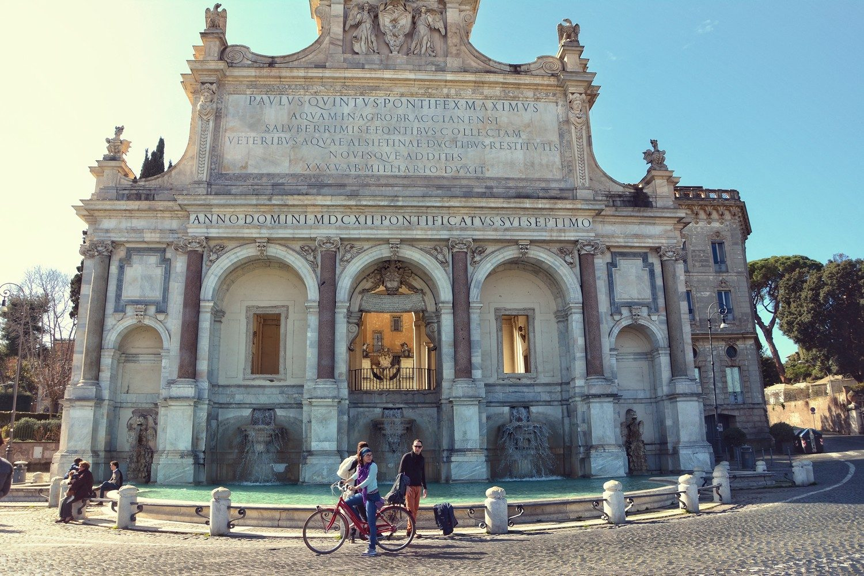 rowerem po rzymie via garibaldi fontanna