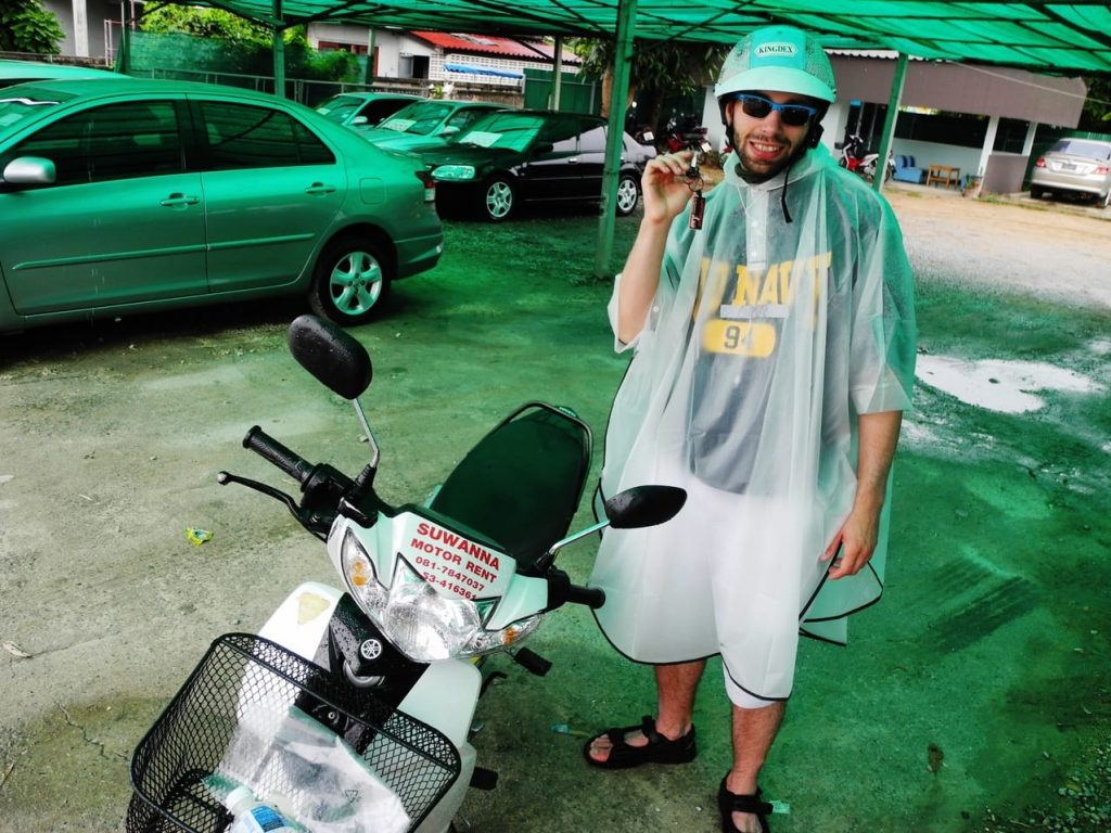 pora deszczowa azja skuterem płaszcz przeciwdeszczowy