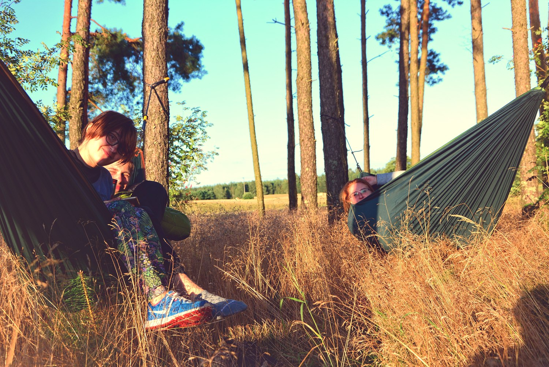 Biwakowanie w Polsce spanie na dziko hamak na wyjazd golden hour