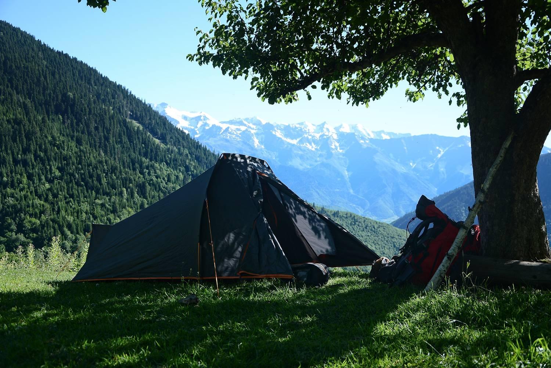 gruzja spanie w namiotach swanetia biwak w kaukazie