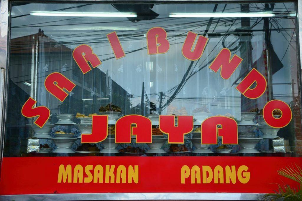 masakan padang tanie jedzenie w Indonezji