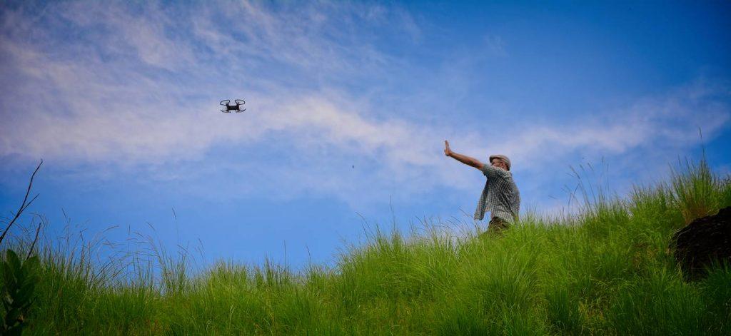 dron sterowanie dłonią