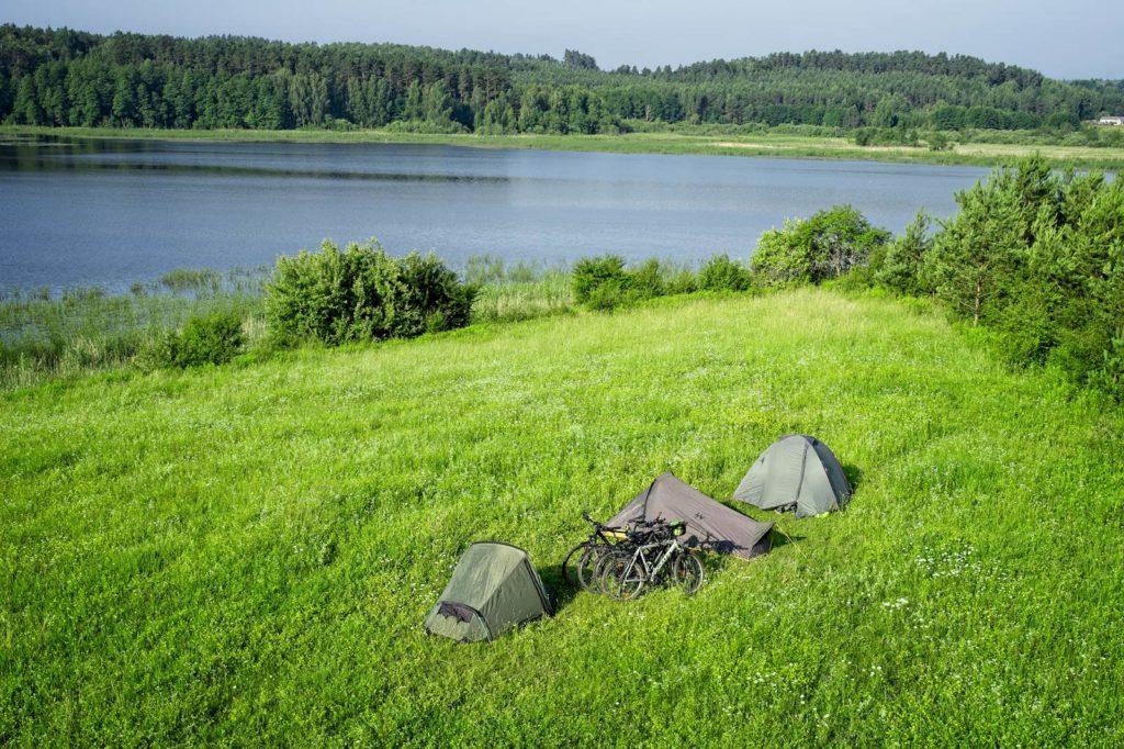 spanie na dziko w polsce namioty biwakowanie mazury