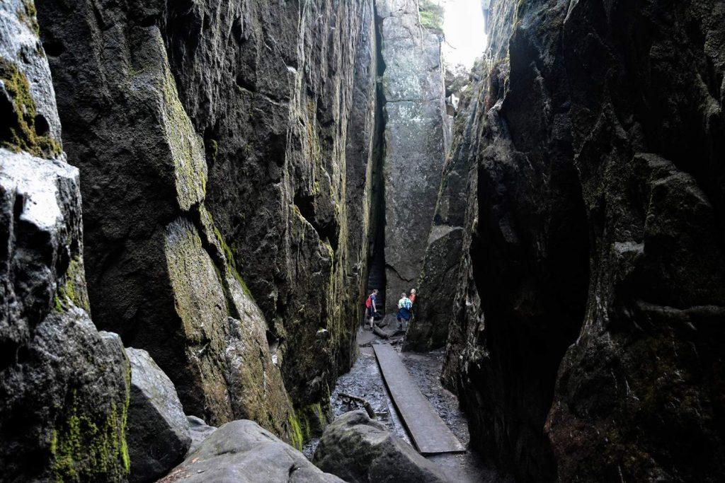 Szczeliniec kotlina kłodzka ziemia kłodzka skały szlak na szczeliniec