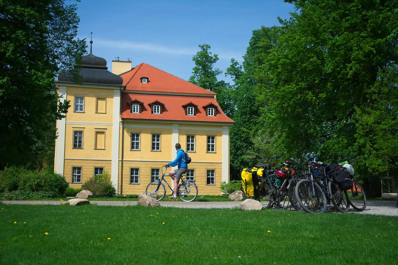 jak zaplanowac wyjazd rowerowy pałac w łomnicy dolny śląsk pałac obok jeleniej góry