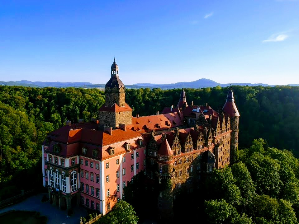 zamek książ wałbrzych widok z nieba dolny slask atrakcje wycieczki z wroclawia