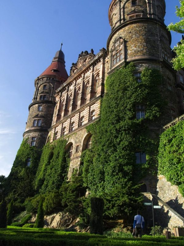 zamek książ widok z dołu baszty zamek polska zamek na dolnym śląsku najpiękniejsze polskie zamki
