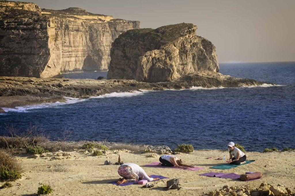 klify na gozo dwejra azure window malta mała wyspa atrakcje turystyczne malty malta na wakacje
