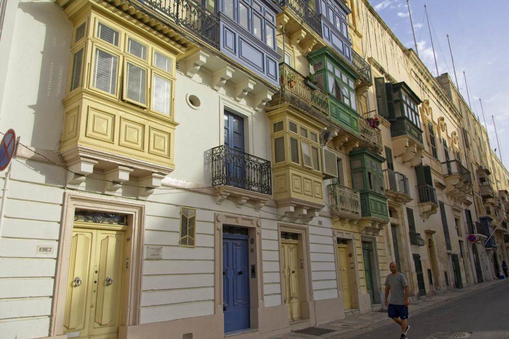 uliczki vallety kolorowe balkony malta