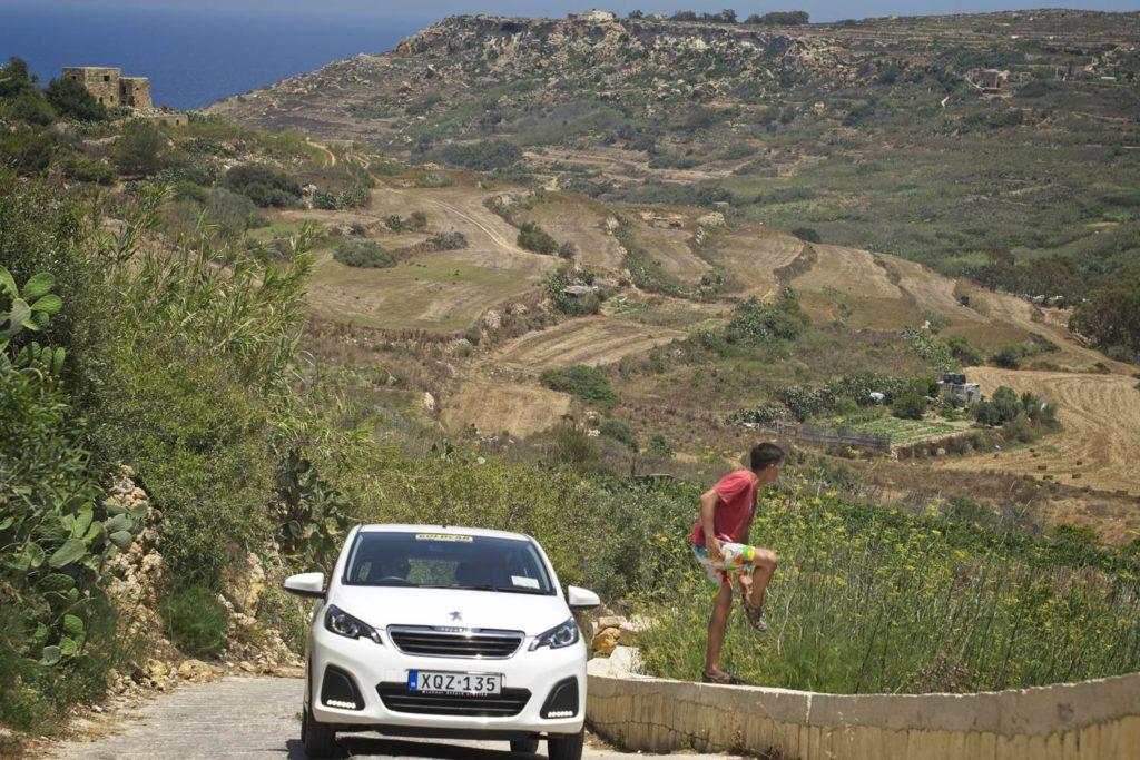 wynajem samochodu na malcie wypozyczanie auta na malcie autobusem czy samochodem po malcie i gozo strome podjazdy na Gozo