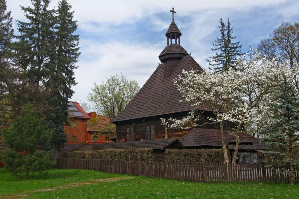 kaplica prezydentow spala wiosna w spale jarmark rekodziela ciekawe miejsca wokol spaly