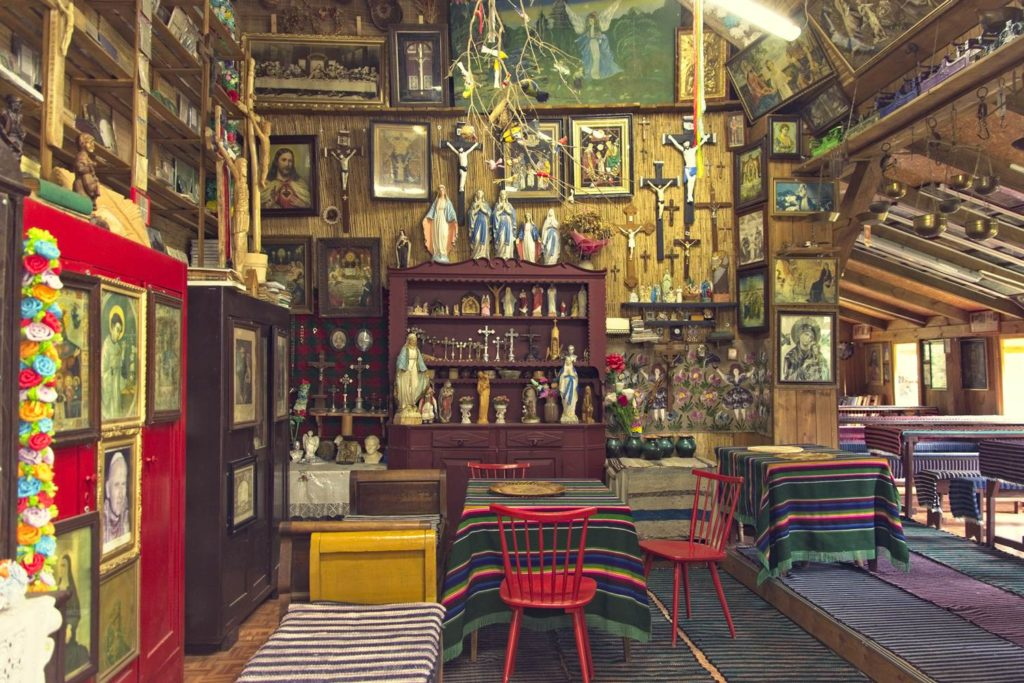 muzeum kurpiowskie w wachu w srodku kurpiowska chata kurpie puszcza kurpiowska