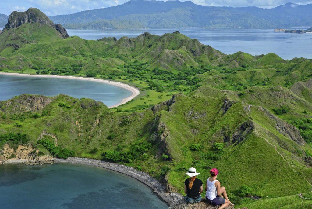 wyspa komodo warany smoki z komodo wycpa padar wycieczka na wyspe komodo dokad jechac w indonezji
