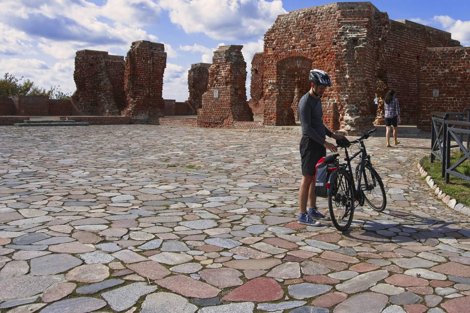 gdzie na rower w okolicach warszawy sochaczew zamek w sochaczewie nad bzura rowerem wokol warszawy
