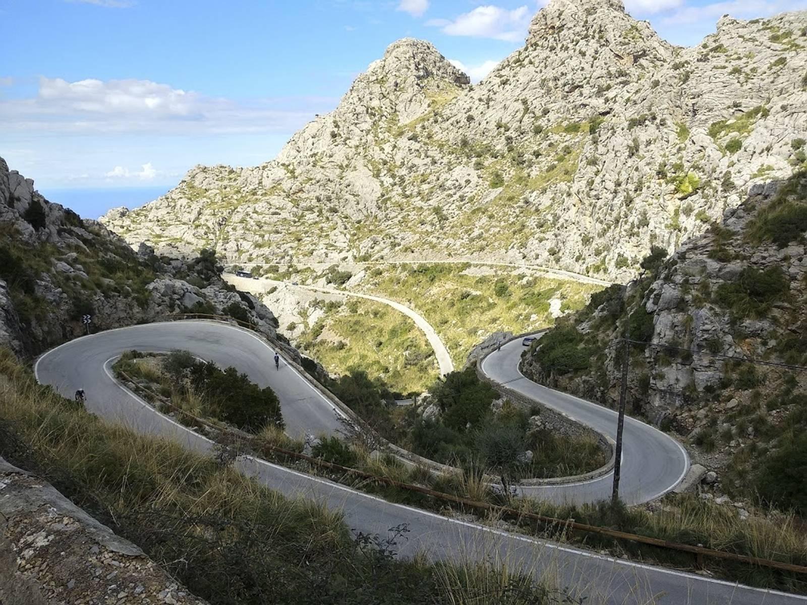 sa calobra rowerem kreta droga w gorach serpentyny najpiekniejsze trasy swiata