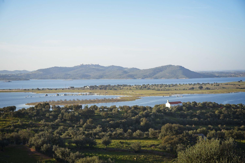 alqueva co robić w monsaraz ciekawe miejsca w alentejo portugalia jezioro w portugalii poza szlakiem