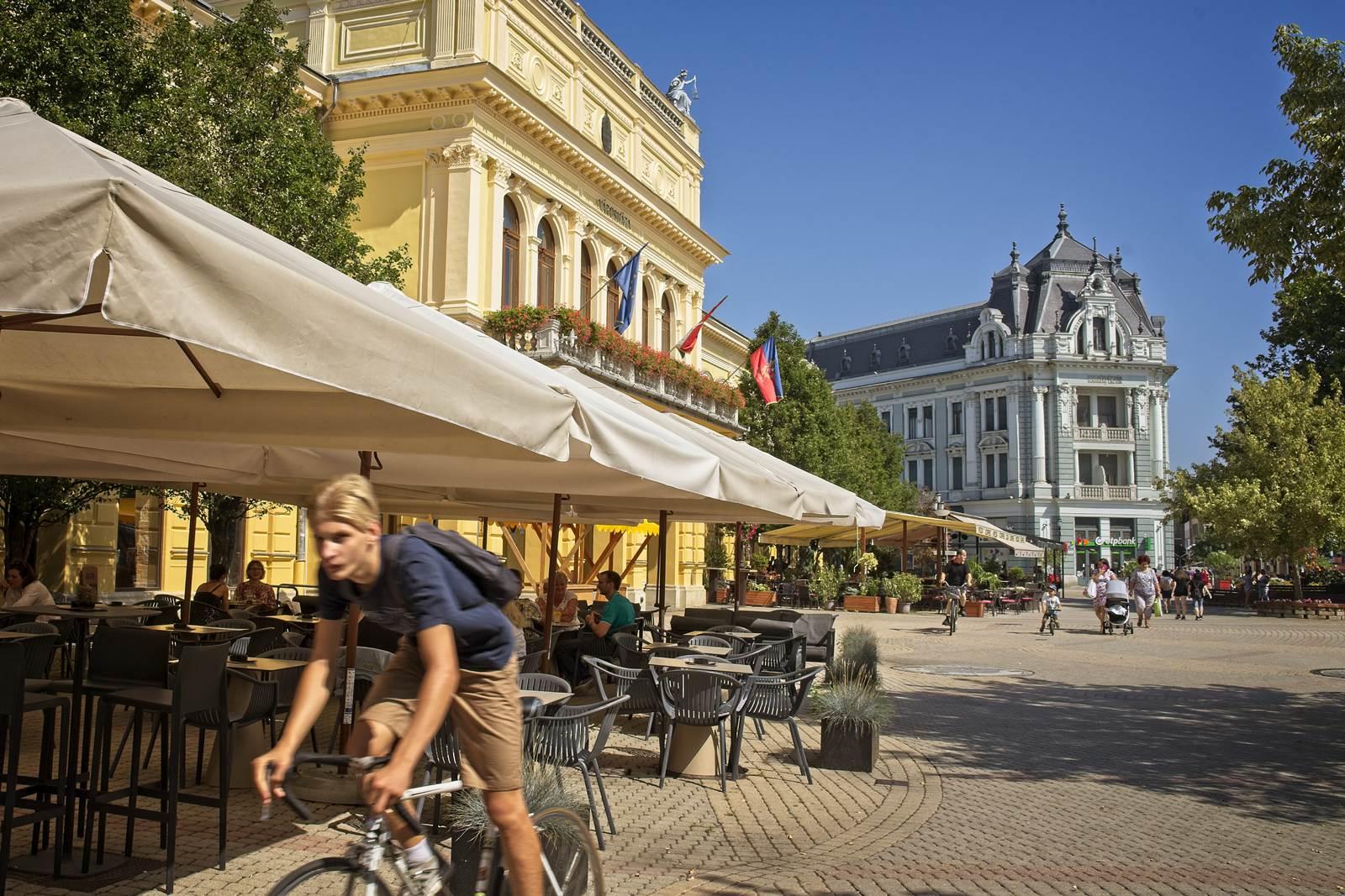 niregyhaza miasto plac kossutha noclegi na węgrzech