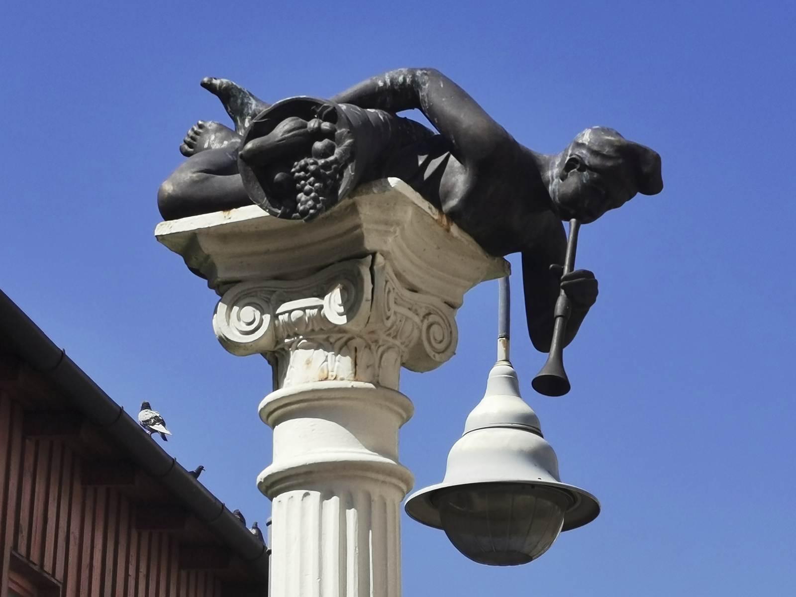 rzeby i pomniki w nyiregyhaza cztery pory roku