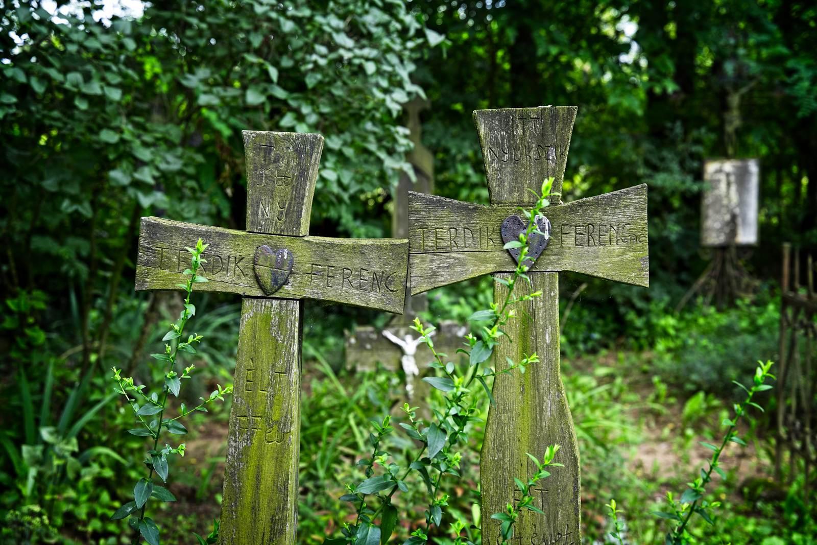 co zobaczyć w nyiregyhaza skansen krzyze cmentarne z sercem