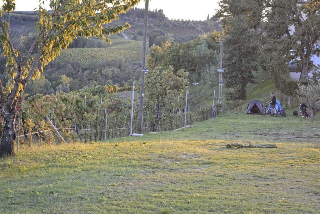spanie w namiocie w toskanii toskania wlochy spanie w winnicy