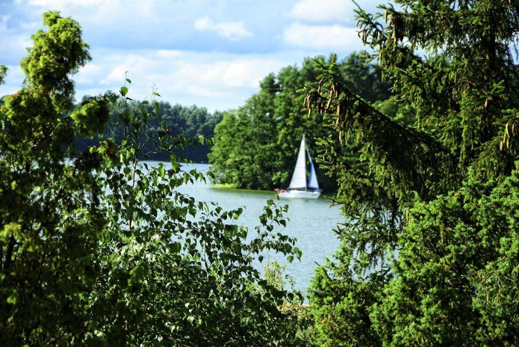 gdzie jechac nad jezioro kaszuby wakacje nad jeziorem gdzie nie ma ludzi polskie pojezierza