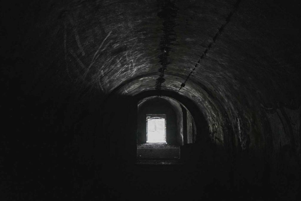 wnetrze fortu bema zwiedzanie z przewodnikiem