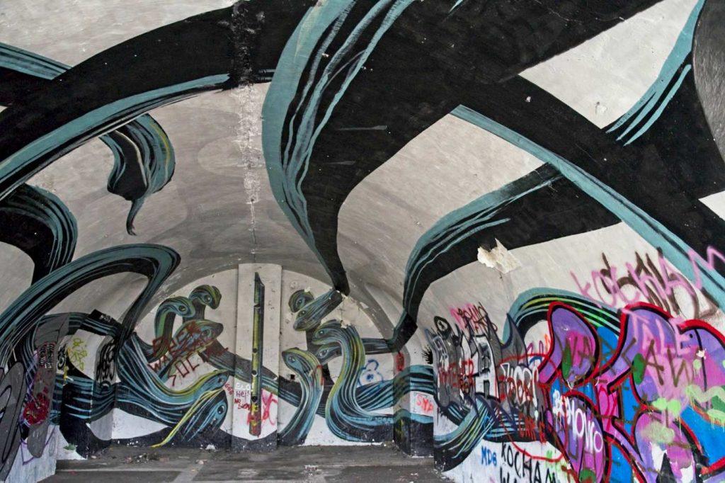 forty forty na forcie bema galeria street artu grafitti z wezami