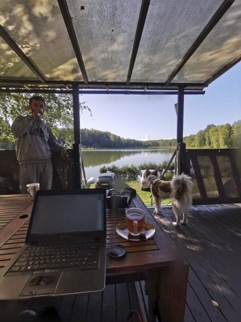 praca zdalna na wyjezdzie wakacje praca zdalna internet praca zdalna